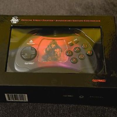 street-fighter-15th-anniversary-playstation-controller-akuma.jpg